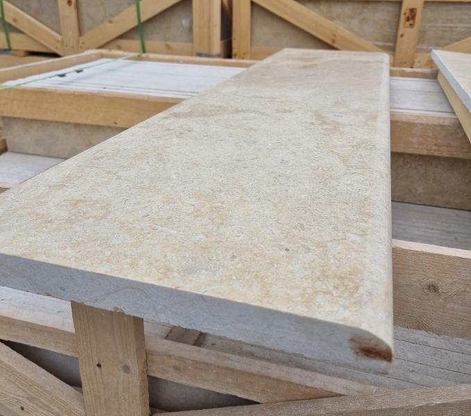 Мрамор пирамиди стъпала 130/33/3cm