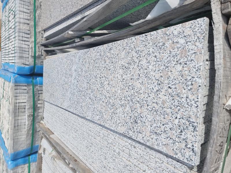 Гранит 383 полиран стъпала 130/33/2cm