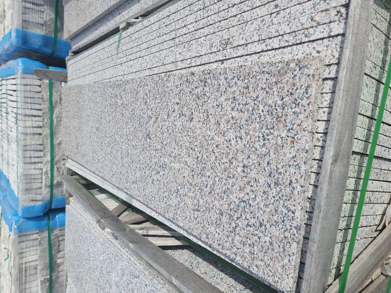Гранит 664  полиран стъпала 130/33/2cm